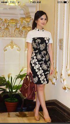 Lihat Contoh Model Baju Batik Non Muslim Terbaik Gratis Trendy Dresses, Modest Dresses, Simple Dresses, Nice Dresses, Casual Dresses, Fashion Dresses, Batik Blazer, Blouse Batik, Model Dress Batik