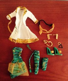 NEW-MONSTER-HIGH-FASHION-CLEO-DE-NILE-DOLL-OUTFIT-SET-SCIENCE-LAB-UNBOXED