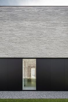 Francisca Hautekeete - architect Gent - H - Drongen - huis - Grace Chan - Pin Kings Architecture Design, Minimalist Architecture, Facade Design, Residential Architecture, Contemporary Architecture, House Design, House Cladding, Facade House, Exterior Tradicional