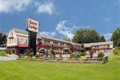 Queensbury (NY) Econo Lodge Glens Falls United States, North America Ideally located in the prime touristic area of Queensbury, Econo Lodge Glens Falls promises a relaxing and wonderful visit. The hotel offers a wide range of amenities and perks to ensure you have a great time. Take advantage of the hotel's Wi-Fi in public areas, car park, pets allowed. Desk, alarm clock, telephone, television, satellite/cable TV can be found in selected guestrooms. The hotel offers various re...