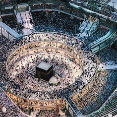 "islamicthinking: ""The consistent steady flow of the tawaaf. Masjid-Al-Haram, Makkah "" Couple Musulman, Travel To Saudi Arabia, Monuments, Mecca Kaaba, Moslem, Masjid Al Haram, Mekkah, Beautiful Mosques, Coran"