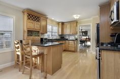 10537551 Kitchen with breakfast bar and oak wood cabinetry