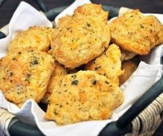 Get the best Red Lobster Cheddar Bay Biscuits recipe on the ORIGINAL copycat recipe website! Todd Wilbur shows you how to easily duplicate the taste of famous foods at home for less money than eating out. Jamba Juice, Seafood Restaurant, Restaurant Recipes, Enchirito Recipe, Zuppa Toscana Suppe, Toscana Soup, Cheddar Bay Biscuits, Cheese Biscuits, Buttermilk Biscuits