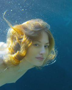 ZENA HOLLOWAY * Bahrain ~ London * www.zenaholloway.com ** underwater photography ** mermaid close up