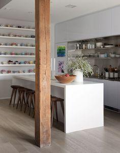 Pour la facon dont les armoires sont encadrees Dumbo loft designed by Robertson and Pasanella | Remodelista