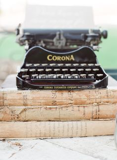 Vintage Typewriter  www.kissthegroom.com