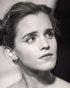 """Emma Watson (@emmawatsononline) auf Instagram: """"Beauty and the Beast premiere, London ❤️"""""""