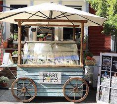 Cute little ice cream cart Restaurant Marketing Strategies, Food Cart Design, Ice Cream Cart, Stella Artois, Small Cafe, Ice Pops, Frappe, Keto Diet Plan, Gelato