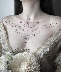 Small Chest Tattoos, Chest Tattoos For Women, Chest Piece Tattoos, Pieces Tattoo, Dot Tattoos, Body Art Tattoos, Thin Line Tattoos, Collar Tattoo, Henne Tattoo