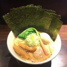 """秋葉原で職場から近いこともあって訪れる頻度が増えたお店「志奈そば田なかSecond」の""""「塩」中華そば""""。スープがおいしい。"""