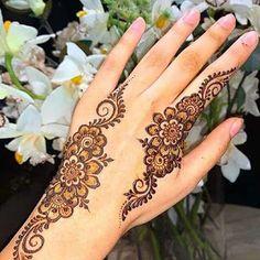 Wedding Henna Designs, Pretty Henna Designs, Latest Arabic Mehndi Designs, Rose Mehndi Designs, Henna Tattoo Designs Simple, Finger Henna Designs, Henna Tattoo Hand, Full Hand Mehndi Designs, Stylish Mehndi Designs