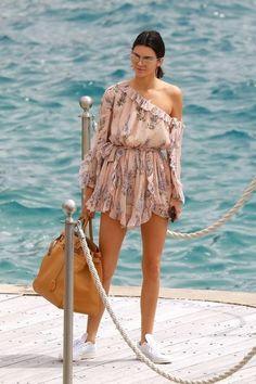 Kendall Jenner sur un yacht au Festival de Cannes 2017