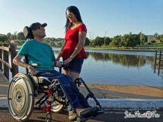 Tetraplégico há 12 anos, Atair acreditou durante muito tempo que não encontraria uma grande paixão novamente. A luta pela sobrevivência e depois pela recuperação, dia após dia, fez com que os romances ficassem para trás. Isso, até conhecer Lisa.