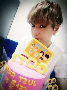 Just right cake for GOT7❤ https://www.facebook.com/GOT7Official/posts/685861724877082 … #GOT7 #딱좋아