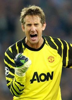 Edwin Van Der Sar, my old time favourite goalkeeper. Best Football Players, Soccer Players, Football Soccer, Football Fight, Soccer Cup, Football Boots, Manchester United Legends, Manchester United Players, Soccer Stars