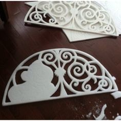 Faux metal window grills made using styrofoam, strips of plaster and paint. Styrofoam Crafts, Paper Mache Crafts, Foam Board Crafts, Diy Arts And Crafts, Diy Crafts, Macabre Decor, Foam Carving, Do It Yourself Decorating, Wood Pallet Art