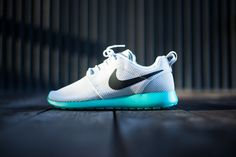 "Nike Roshe Run ""Tiffany"" (Detailed Pictures)"
