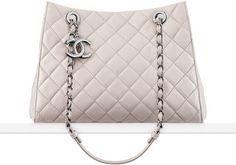 CHANEL Fashion - Small shopping bag