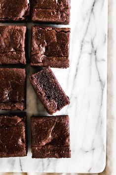The Best Vegan Black Bean Brownies. These vegan brownies couldnt be more of a whole food plant-based sweet treat. They are oil-free and sweetened with dates. Chewy Brownies, Healthy Brownies, Brownie Desserts, Brownie Recipes, Vegan Desserts, Chocolate Recipes, Vegan Recipes, Chocolate Brownies, Brownies Decorados