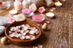 Evde gül suyu nasıl yapılır? Gül suyu yapmanın kolay yöntemi... Perfume, Convenience Store, Beauty, Ideas, Hand Soaps, Home, Lavender Flowers, Dried Rose Petals, Rose Water