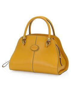 Impeccable taste, exquisite hides and the typical, sophisticated style of the maison find a whole new expression in Tod's Sella bags. In its mini version, it's crafted in delicate calfskin. Its slightly curved, thin leather body is inspired to the shapes of dressage saddles. With double handles, metal detailing that recall the horse-riding world, contrast-colored piping and detachable shoulder strap. A cannot-do-without passe-partout.