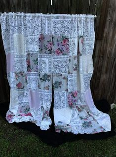 Curtains Vintage Lace and Vintage Fabric Floral Curtains Lace Curtains Shabby Rustic Chic Decor Window Treatments – decoration Shabby Chic Curtains, Rustic Curtains, Floral Curtains, Shabby Chic Bedrooms, Shabby Chic Homes, Ikea Curtains, Curtains Living, Kitchen Curtains, Roman Curtains