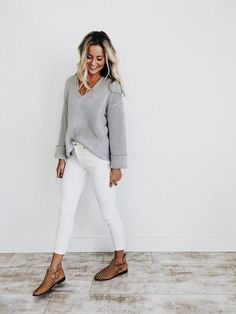 Casual outfit White jeans and oversized sweater Fashion Forward womans white sweater - Woman Knitwear and Sweaters Looks Com Jeans Skinny, Jeans Skinny Branco, White Skinny Jeans, White Denim, Outfits Casual, Girly Outfits, Work Outfits, Casual Jeans, Outfit Jeans