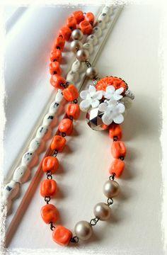 """necklace """"Une petite jolie fleur du blanc"""""""