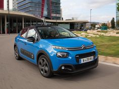 Essai Citroën C3 : 1er contact en vidéo Citroen Ds, Flott, Car Brands, Notebook, French, Cars, Modern, Wheels, Autos