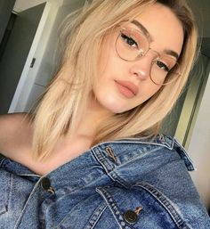 trendy glasses makeup looks eyeglasses New Glasses, Girls With Glasses, Makeup With Glasses, Girl Glasses, Glasses Outfit, Blonde With Glasses, People With Glasses, Fake Glasses, Wearing Glasses