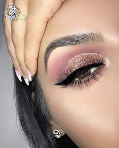 Idée Maquillage Pink und Gold glitzernden Augen Make-up - Flashmode Belg . make up 2019 Idée Maquillage Pink und Gold glitzernden Augen Make-up - Flashmode Belg . Makeup Eye Looks, Glitter Eye Makeup, Wedding Makeup Looks, Cute Makeup, Gorgeous Makeup, Rose Gold Makeup Looks, Makeup Looks For Prom, Prom Looks Make Up, Make Up Prom