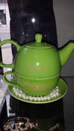Alpha Kappa Alpha Green Tea pot - love my pink one! Aka Sorority, Alpha Kappa Alpha Sorority, Sorority Life, Pretty Girl Rock, Pretty Girls, Alpha Kappa Alpha Paraphernalia, Sorority Outfits, Greek Life, Pink And Green