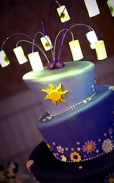 Lanterns full of hopes and dreams adorn the top of this Disney Tangled inspired wedding cake Walt Disney, Disney Food, Disney Tangled, Tangled Rapunzel, Beautiful Cakes, Amazing Cakes, Cake Pops, Disney Cakes, Fancy Cakes