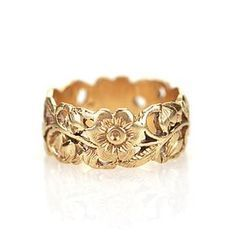 Beautiful wide yellow gold band