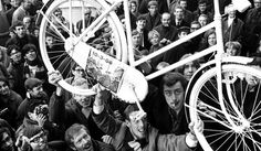 The whimsical anarchism of the White Bicycle revolution | Dangerous Minds
