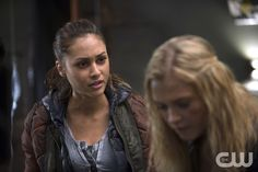 """The 100 -- """"Coup de Grace"""" -- Image: HU211A_0316 -- Pictured (L-R): Lindsey Morgan as Raven and Eliza Taylor as Clarke -- Photo: Cate Cameron/The CW -- © 2015 The CW Network, LLC. All Rights Reserved"""