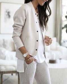 These 40 Great Spring Outfits Will Make You Look Chic Blazers, Clothing Company, Clothing Items, Trench Coats, Neutral Tops, Looks Chic, Capsule Wardrobe, Spring Outfits, What To Wear
