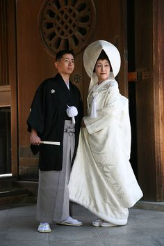 Traditional Japanese Shinto Wedding @ the Meiji Shrine. Bride's Kimono is called a 'Shiromuki' & the Groom wears Montsuki Kimono plus a Haori kimono & Hakama kimono pants.... via mahala knight