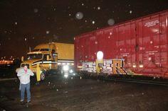 Tren que circulaba se reversa impacta a trailer en la Nicolas Gogol | El Puntero