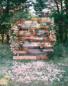 Lynchburg Virginia Magical Woodland Wedding as seen on Hill CIty Bride.I love this flower pallet wall, which was a collaboration between The Arrangement Company and Adam Mullins photographed by Adam Barnes Photography. It's lovely and unique as a wedding Wedding Ceremony Backdrop, Outdoor Wedding Decorations, Ceremony Decorations, Wedding Reception, Wedding Backdrops, Wedding Venues, Outdoor Ceremony, Wedding Table, Wedding Ceremonies