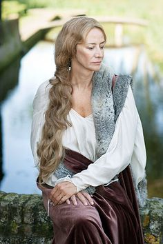 Jacquetta, Countess Rivers, mother of Elizabeth Woodville - Janet McTeer in The White Queen (BBC) Isabel Woodville, Elizabeth Woodville, Red Queen, King Queen, Eduardo Iv, The White Queen Starz, Janet Mcteer, Anne Neville, Philippa Gregory
