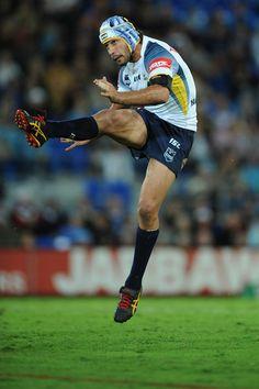 Johnathan Thurston (AUS) Best Football Players, Rugby Players, Johnathan Thurston, Rugby Men, Rugby League, My Man, Cowboys, Champion, Running