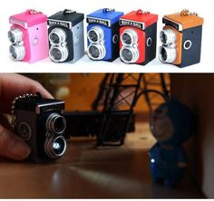 It is super Q Twin Lens Reflex Camera with the classical modeling with tiny, lovely work and has shutter simulation voice. The LED light is under the camera. Press shutter to light torch in dark place with the same lightness as the digital camera. Twin Lens Reflex Camera, Camera Gear, Rock N Roll, Small Flashlights, Mini Camera, Diy Keychain, Dark Places, Miniture Things, Camera Accessories
