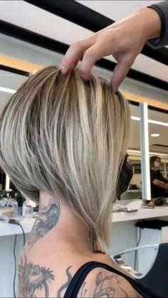 Inverted Bob Hairstyles, Blonde Bob Hairstyles, Haircuts For Fine Hair, Short Hair Back, Messy Short Hair, Fringe Haircut, Angled Bobs, Hair Highlights, Hair Dos