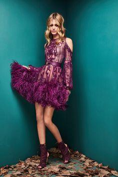 Zuhair Murad Herbst 2018 Prêt-à-porter-Modenschau Purple Fashion, Fashion 2018, Fashion Week, Look Fashion, High Fashion, Fashion Outfits, Fashion Design, Fall Fashion, Dress Fashion