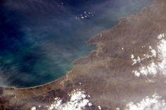 La Spezia and Cinque Terre in Italy. #HelloEarth / (IT) La Spezia e le Cinque Terre dallo spazio.