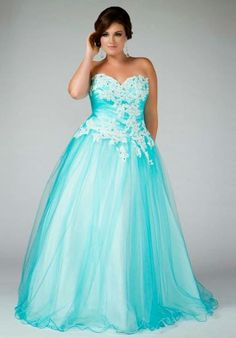 Choosing Plus Size Dresses for Prom | http://whatwomenloves.blogspot.com/2014/05/choosing-plus-size-dresses-for-prom.html