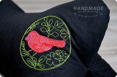 """Magic Circle with Bird No.2"" from the ""Summer Birdies"" Collection at www.AnjaRiegerDesign.com here: http://www.anjariegerdesign.com/embroidery-designs/birds.html #embroidery #DIY # embroidery designs #crafts #AnjaRieger #magiccirclewithbird"