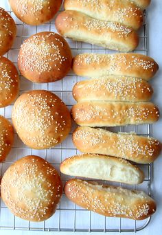 «Think what a better world it would be if we all, the whole world, had cookies and milk about three o'clock. Hot Dog Buns, Hot Dogs, Savoury Baking, Piece Of Bread, Frisk, Rolls, Food And Drink, Yummy Food, Snacks