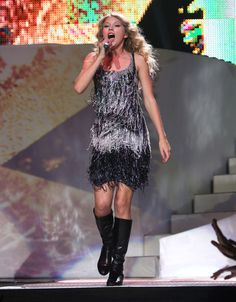Taylor Swift Photos - Taylor Swift Fearless Tour 2009 In New York City - Zimbio